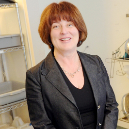 Dr. Elizabeth Bryce received  International Photodynamic Association Award
